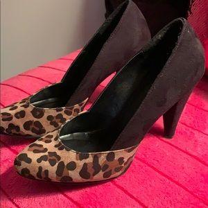 Black leopard pump